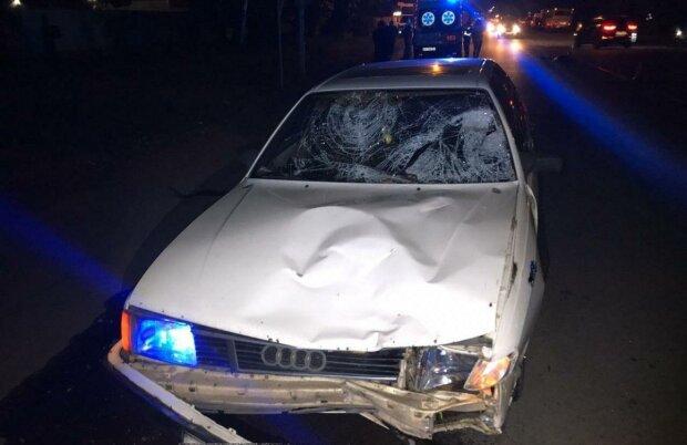 Смертельна необережність: ДТП під Києвом забрала життя двох сестер, відео