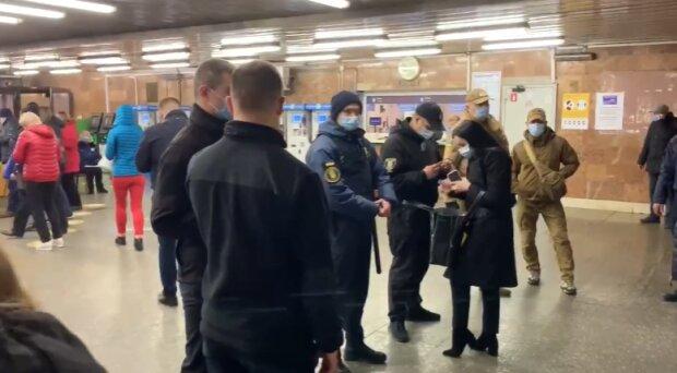 Метро в Києві, скріншот з відео
