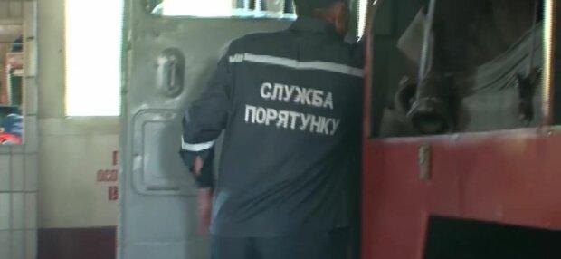 """В Запорожье женщина похоронила себя заживо: """"По грудь в земле"""""""