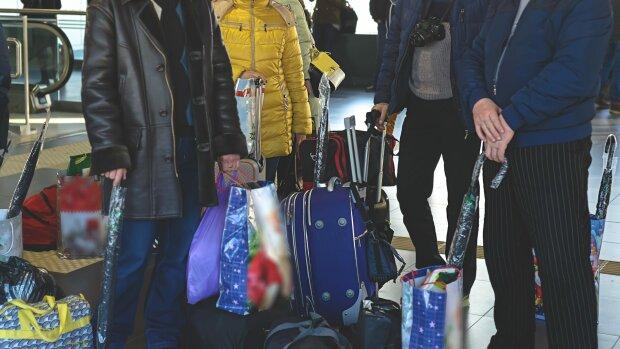 Заробітчани, фото: fakty.com.ua