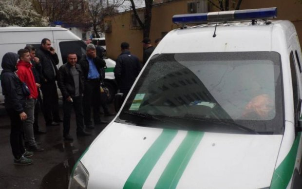 Кров і гроші на дорозі: зухвалий напад на інкасаторів сколихнув Київ