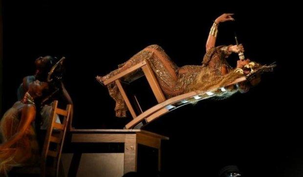 Вагітна Бейонсе на Греммі виконала трюки на стільці