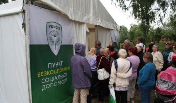Черниговцы подрались в очереди за бесплатной гречкой (видео)