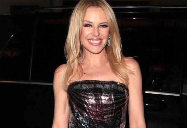 """51-річна Кайлі Міноуг показала стрункі форми в міні-сукні: """"Вперше мені захотілося..."""""""