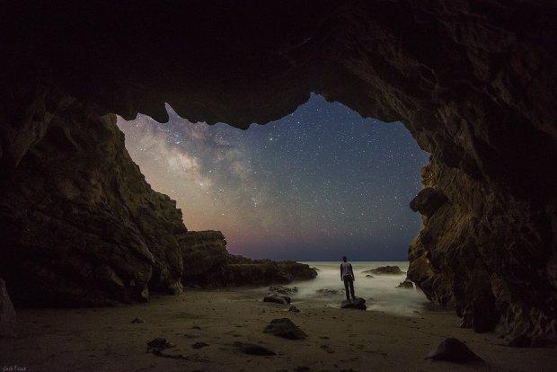 Сдам уютную пещеру с видом на небо: как парень превратил обычный холм в сказочное жилище
