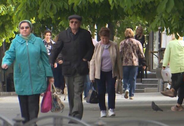 Пенсіонери, фото: кадр з відео
