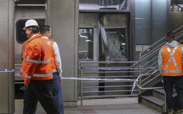 Поїзд зірвався з рейок і влетів у будівлю: моторошне фото