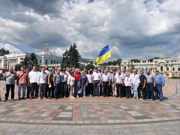 Львівські депутати оточили Раду, на Зеленського, чекає жорстка прочуханка