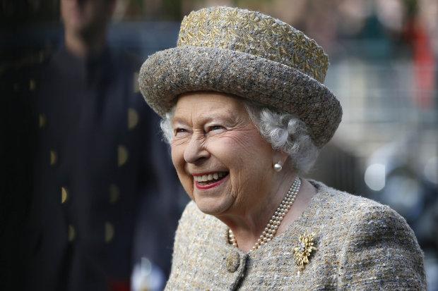 5 строжайших правил этикета, которые любит нарушать Елизавета II