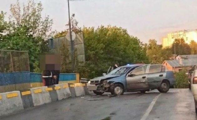 """В Тернополе пьяный водитель вылетел на встречку и напал на копов - дебошира пришлось """"паковать"""""""