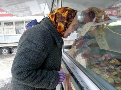 """Маленькая украинка растрогала добрым поступком, до слез: """"Бабушка, что вы хотите купить?"""""""