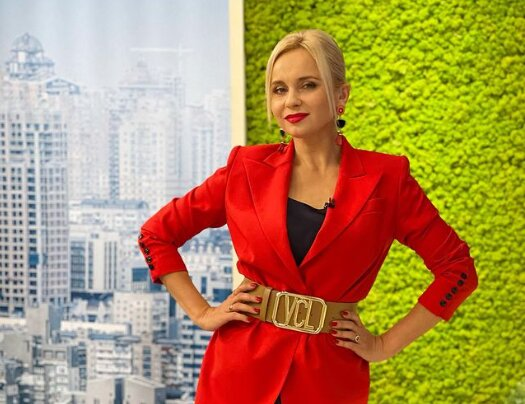"""Черновчанка Лилия Ребрик очаровала украинцев страстным красным: """"Не отказывайте себе в сладком..."""""""