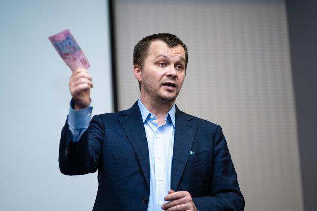 """Министр Милованов больно ударил по последней надежде пенсионеров: блогер показал тот самый """"конец эпохи бедности"""""""