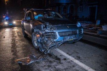 Київський господар життя влаштував з копами погоню і знищив іномарку: фото