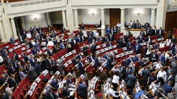 Наконец прикосновенны: в Украине отменен закон, который оберегал нардепов от ответственности