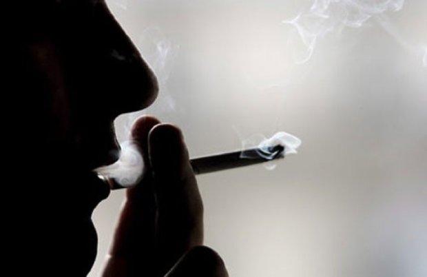 Американцю суд заборонив палити у власній оселі