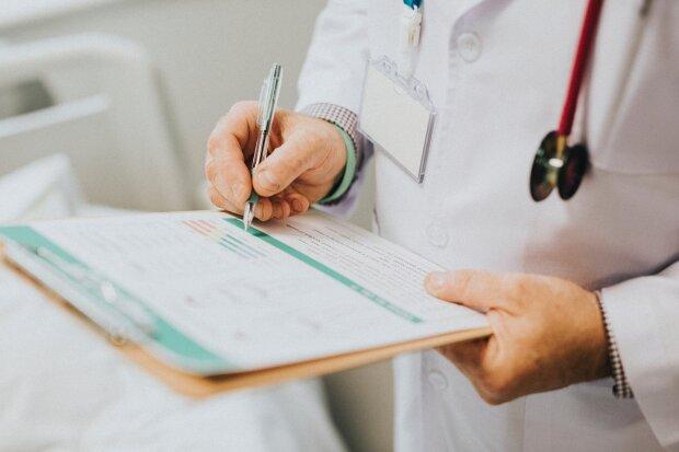 Медична страховка в Україні: як її отримати і скільки вона коштує