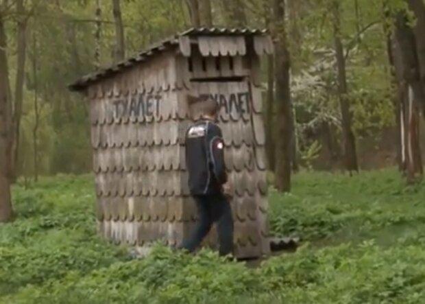 Под Тернополем в центре города обнаружили вонючий туалет-призрак, спасет только противогаз