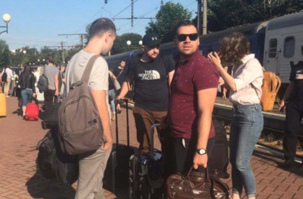"""З'їзд партії """"Слуга народу"""" в Трускавці: чого навчають майбутніх """"бійців"""" Зеленського у Раді"""