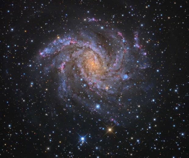 """Телескоп """"Хаббл"""" випадково відкрив нову галактику: це змінює усе"""