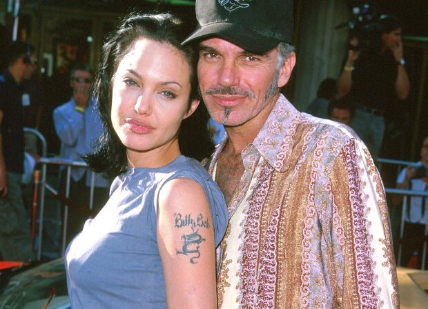 Вскрылась неожиданная причина развода Джоли и Питта: носила кулон с кровью бывшего