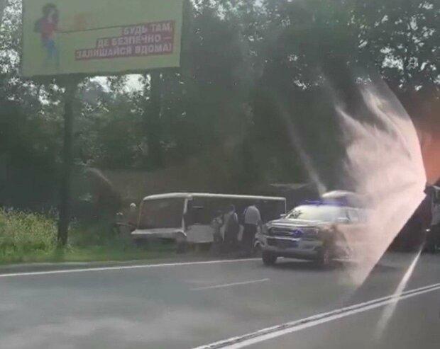 Жуткая авария ужаснула Киевщину - машини в кювете, водитель в морге