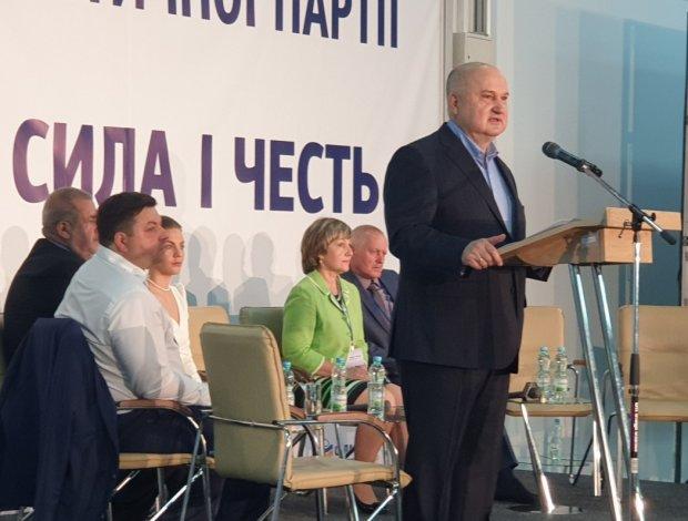"""Українці оцінили партію Смешка: """"Концерт в будинку престарілих"""""""