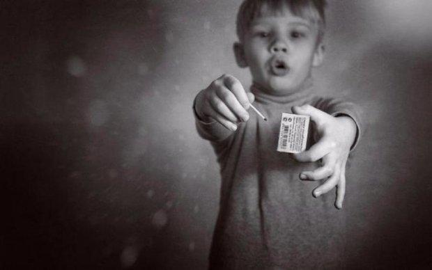 На межі смерті: маленька дівчинка загорілася під час гри з сірниками