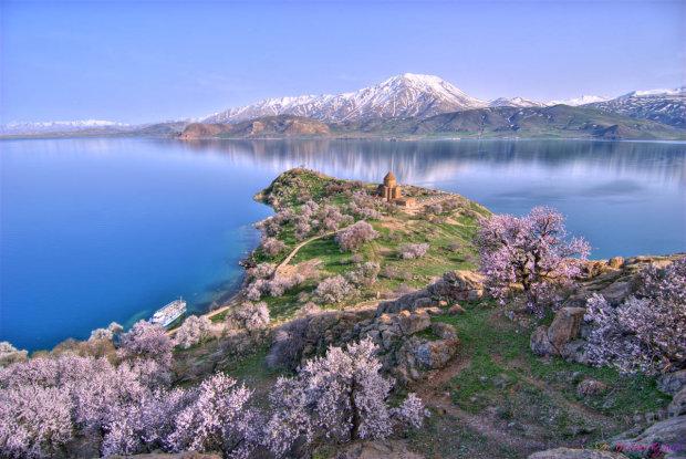 Затонуле королівство Ван: на дні озера знайшли таємничий замок, якому 3 тис років