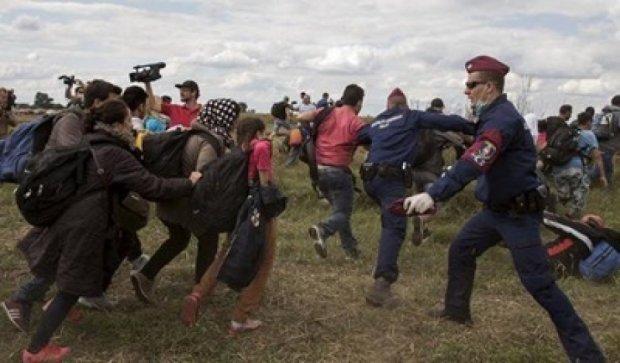 Пограничники Венгрии перекрыли границу с Сербией (видео)