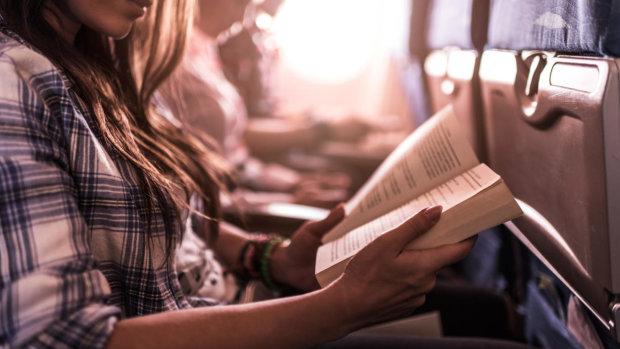 Эти 5 книг помогут снять стресс от полета