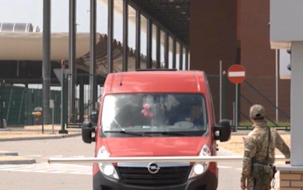 Прикордонний пункт пропуску, кадр з відео