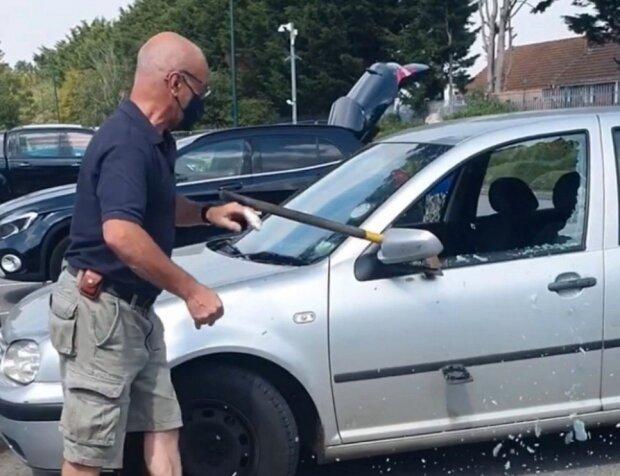 чоловік розбив чужу машину заради порятунку собаки, фото: The Sun