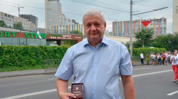 Глуховерю зі скандалом викинули з посади: Аваков звільнив чиновника, який виводить Зеленського з себе