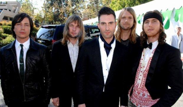 Через привітання Далай-лами у Twitter Китай може скасувати концерт Maroon 5