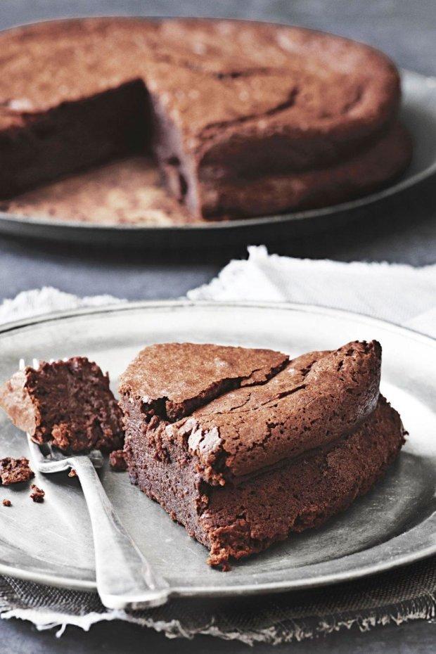 Відірватися неможливо: шоколадний пиріг без борошна