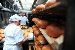 """Українців нагодували хлібом з """"гострою"""" приправою, головний жахастик Хеллоуїна втілився в реальність: фото"""