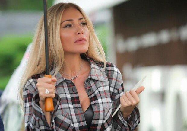 Оксана Гайсинская показала, как готовится к Пасхе без Кернеса: осторожно, шкварчит