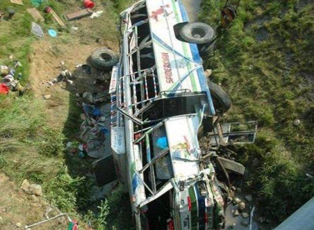 Из-за аварии автобуса в Афганистане погибли 18 человек