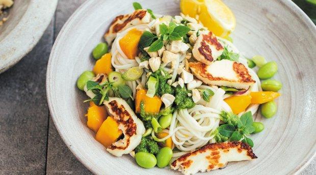 Смачний рецепт салату з куркою і манго