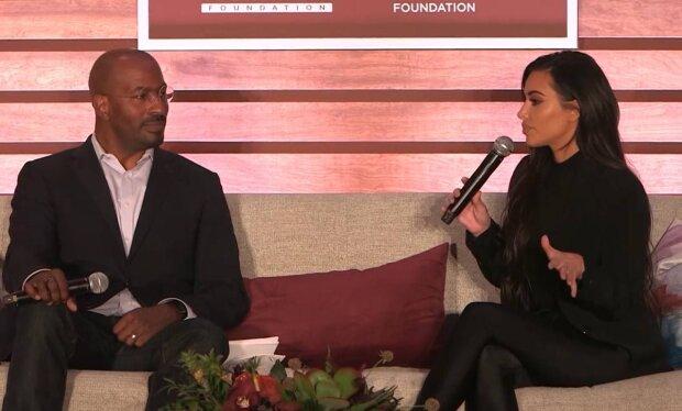 Ким Кардашьян и Ван Джонс / скриншот из видео