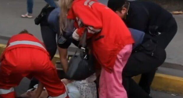"""Тернополянка випала з автобуса просто під колеса - водій """"не помітив"""""""