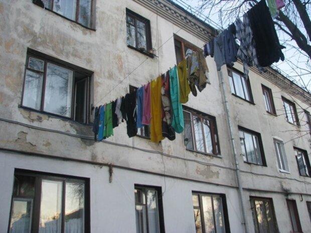 Львівські студенти влаштували в гуртожитку моторошний блокбастер, під роздачу потрапили всі: фото скандалу 18+