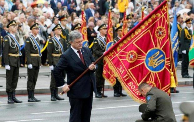 Порошенко не справился за 2 недели, но за 4 года построил боеспособную армию, – блогер