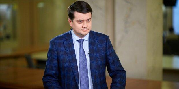 Зарплатня Разумкова стрімко пішла вгору, скільки отримає спікер Ради в 2020 році