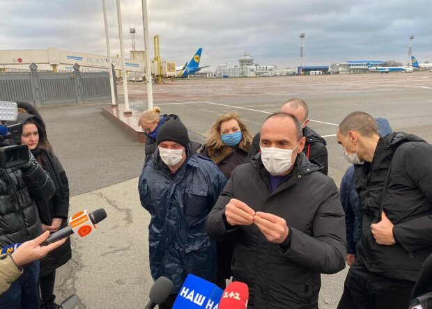 Украинские моряки, которых 4 года удерживали в ливийской тюрьме, вернулись домой