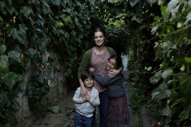 """Турецький серіал """"Жінка"""", фото 1+1"""