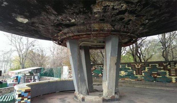 У ботанічному саду на відвідувачів може рухнути бетонна конструкція