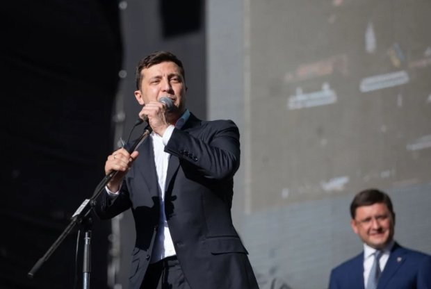 """""""Мені абсолютно все одно"""": Зеленський висловився про мовне питання на Донбасі, відео"""
