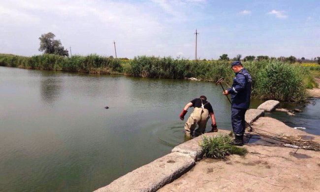 """На Одещині жінка """"заспокоїла"""" сина найдивнішим способом: труп виловили у річці"""